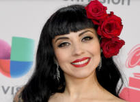 Mon Laferte supera a Lady Gaga y Cold Play en la lista Billboard