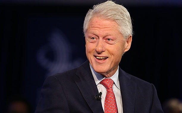 Bill Clinton prepara novela de suspenso junto al escritor James Patterson